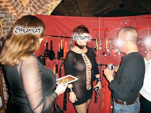 Bruxelles 2012 - Salon de l'Érotisme - Entrée dans Exhib en public enk51_seb01