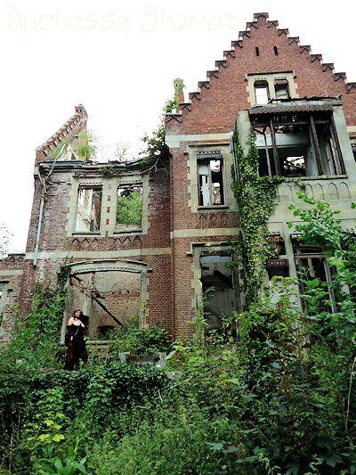 Duchesse Shamat - Plafond crevé dans Bustier noir enk58_dsh43
