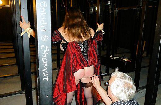 Teatro (sotto) – Tapette dans Bustier noir enk64_th41